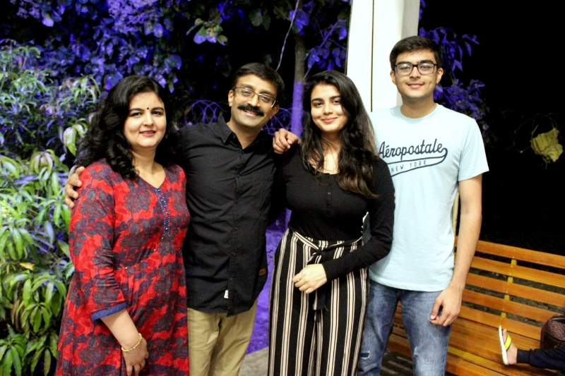 Bhadresh-family-pic